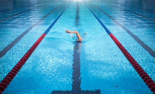 one-man-swimming-swimming-pool-lane_7180-1775
